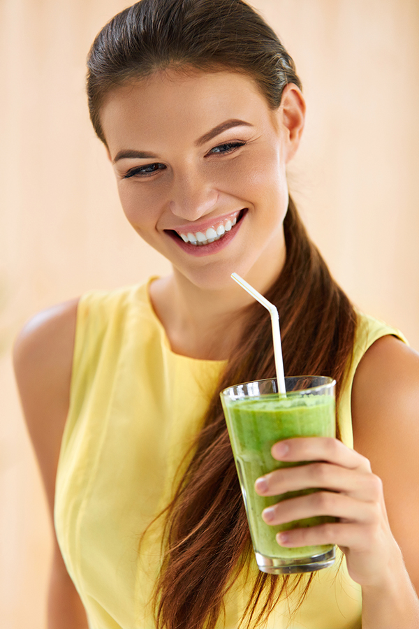 Healthy Food And Eating. Happy Young Woman Drinking Green Detox Vegetable Smoothie. Healthy Lifestyle, Vegetarian Diet And Meal. Drink Juice. Health Care And Beauty Concept.